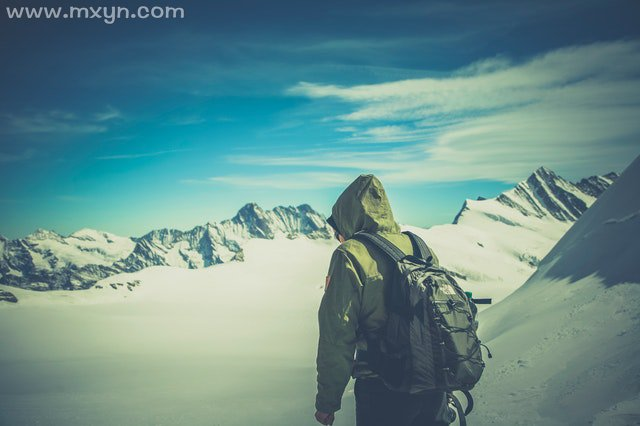 梦见自己爬山