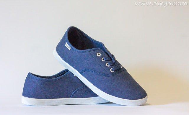 梦见买鞋子