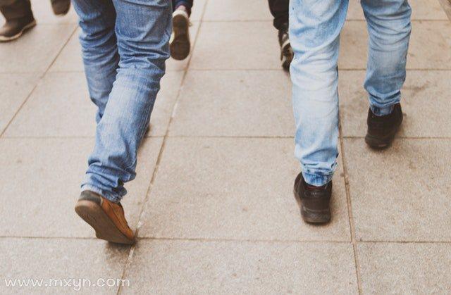 梦见穿旧鞋