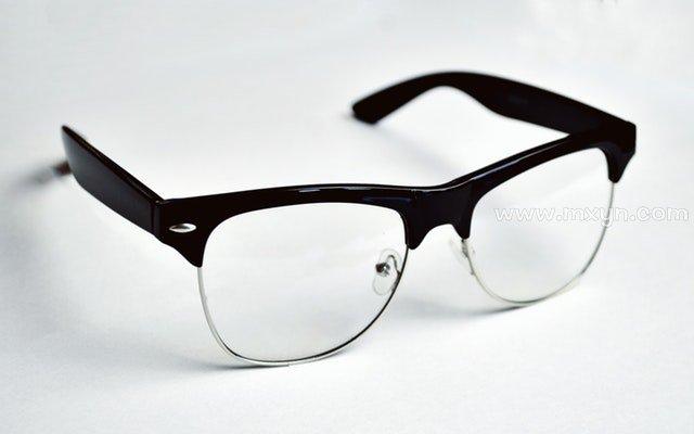 梦见眼镜坏了
