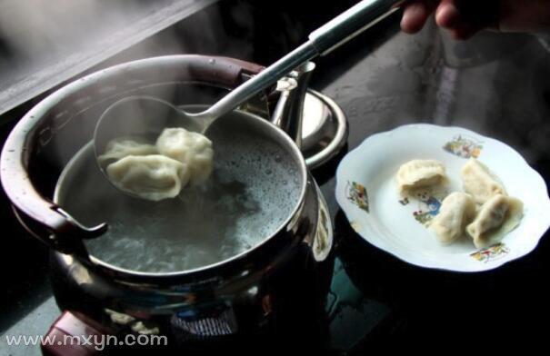 梦见煮饺子