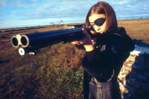 梦见自己拿着枪
