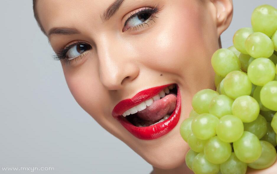 梦见吃葡萄
