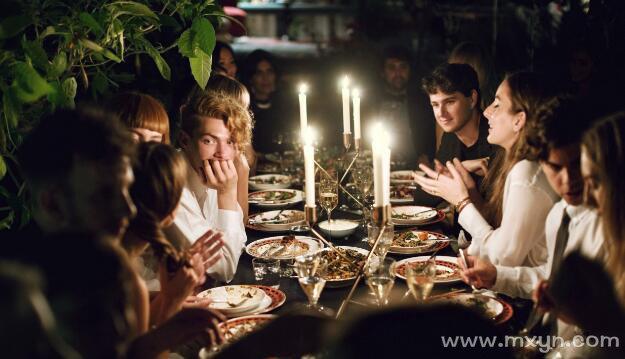 梦见聚餐吃饭