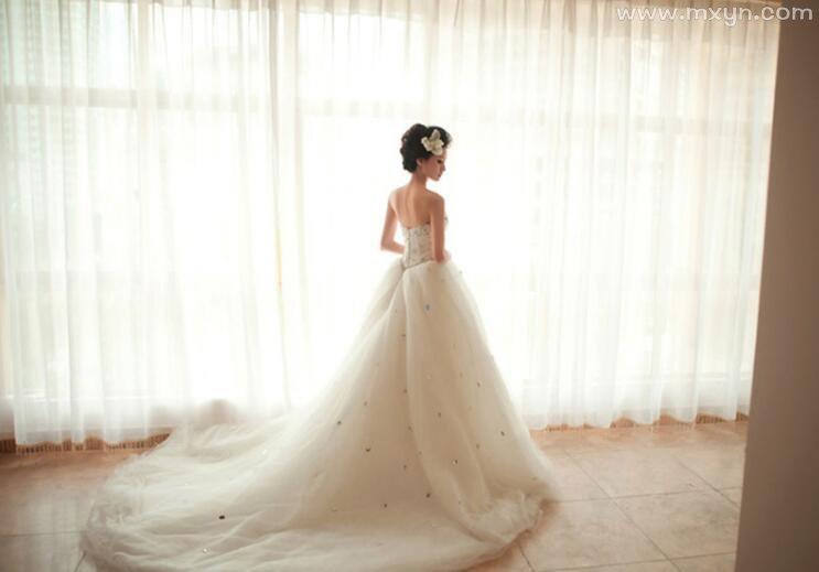 梦见别人穿婚纱