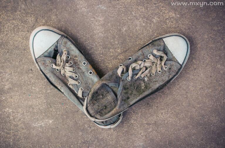 梦见鞋破了