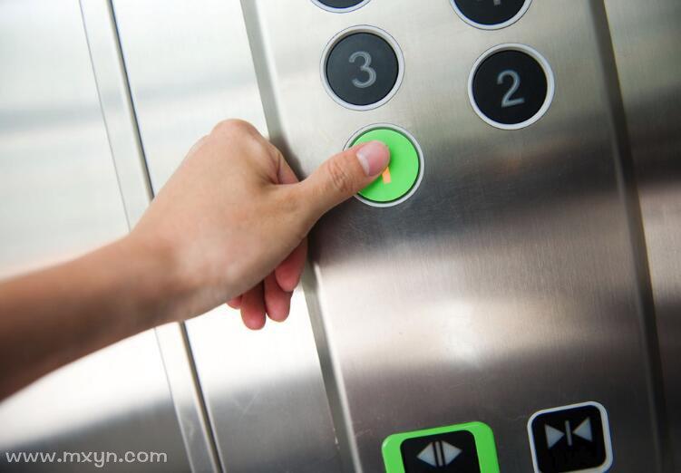 梦见坐电梯下楼