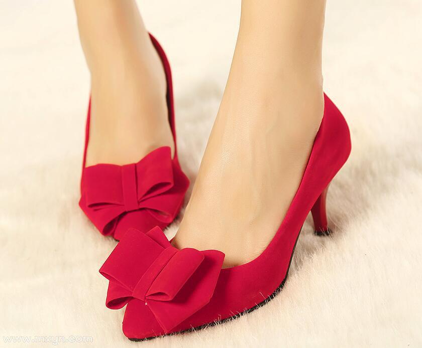 梦见穿红鞋