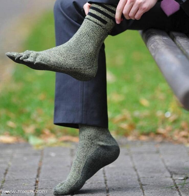 梦见穿袜子