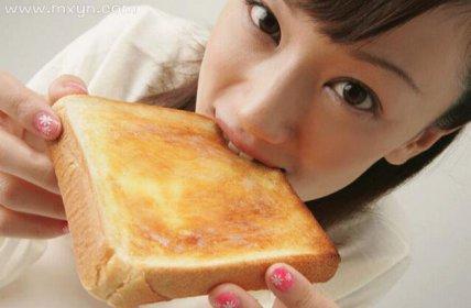 梦见吃面包