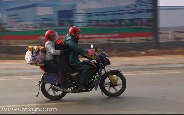 梦见坐摩托车