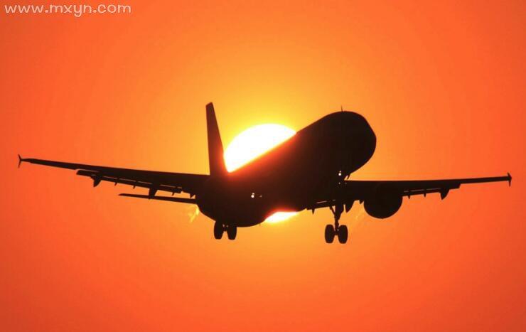 梦见飞机飞的很低