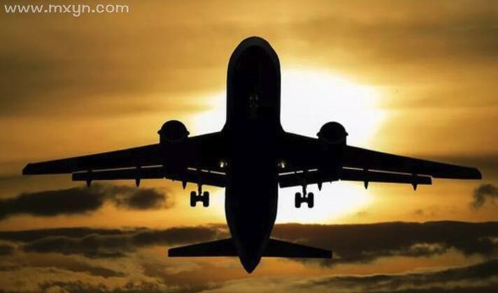 梦见飞机掉下来爆炸了