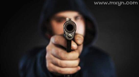 梦见别人用枪打我但是没死