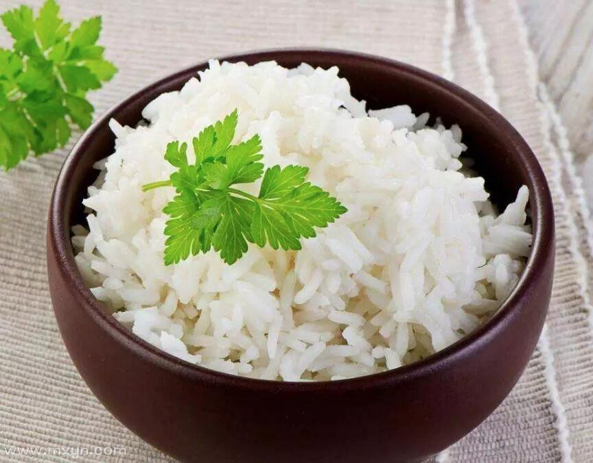 女人梦见自己吃米饭