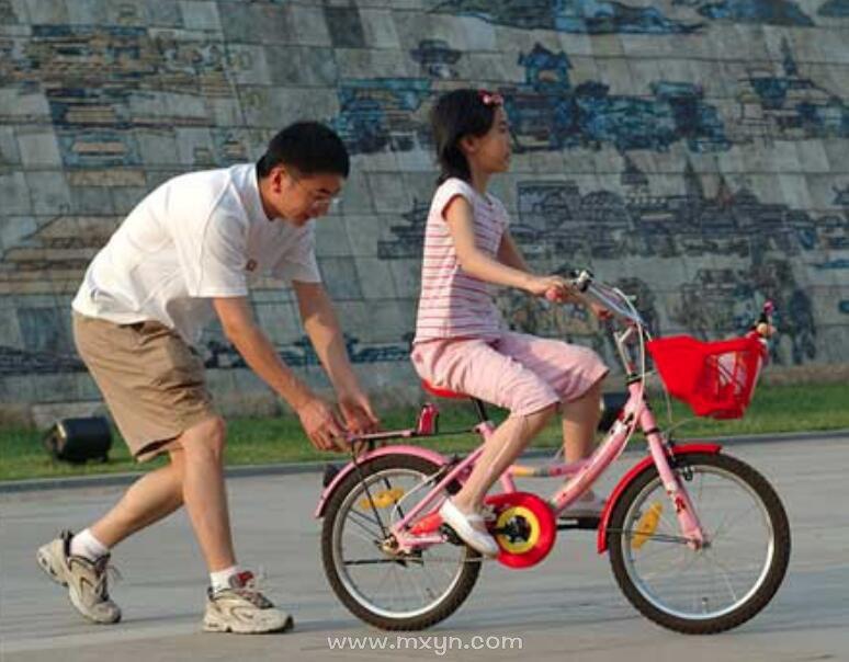 梦见自己骑自行车