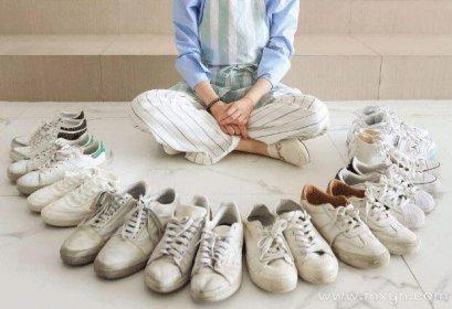 女人梦见地上好多鞋子