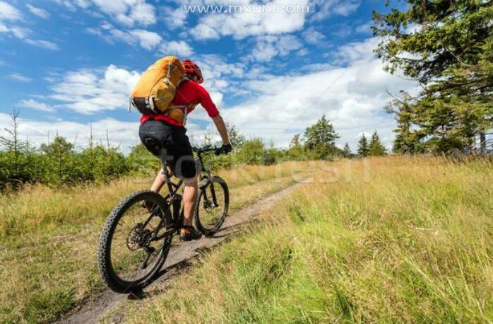 梦见骑自行车下坡很快