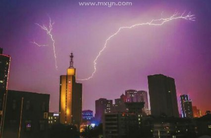 梦见雷雨交加电闪雷鸣