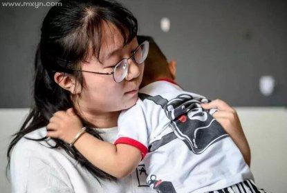 梦见抱着小女婴儿