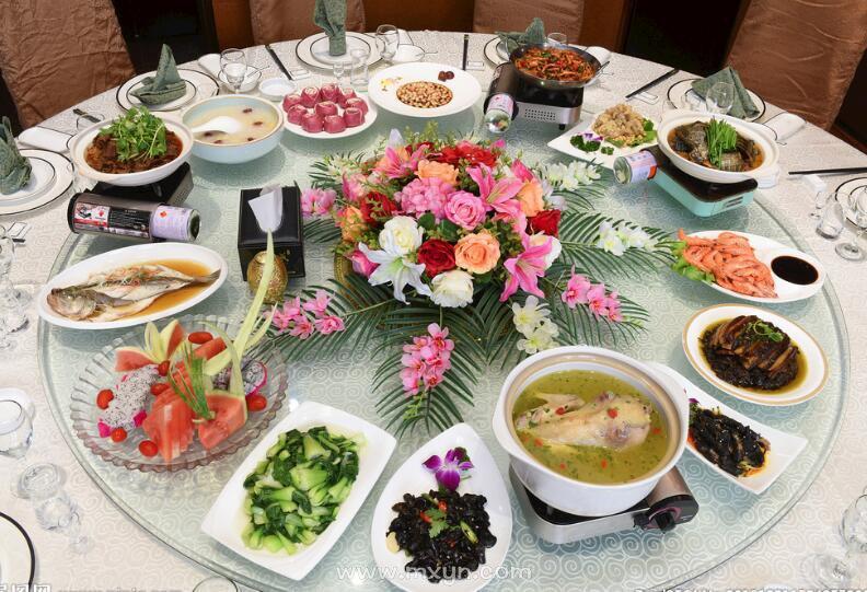 梦见一桌子丰盛的菜
